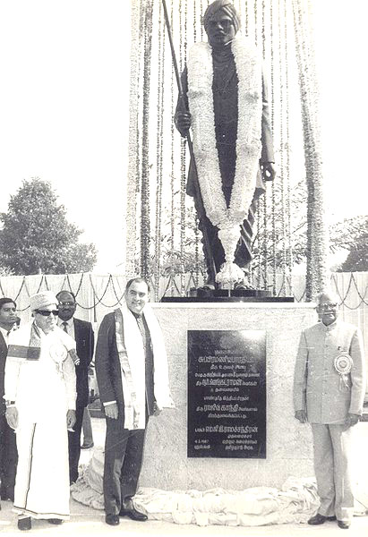 bharathiar_statue